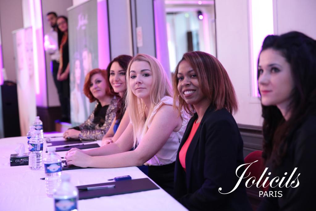 """""""Les 5 membres du jury"""" """"de gauche à droite) : Elodie d'Astèle, Delphine Wespiser, Juliette Bredèche, Angélique Césarine, Cindy Derivaz."""